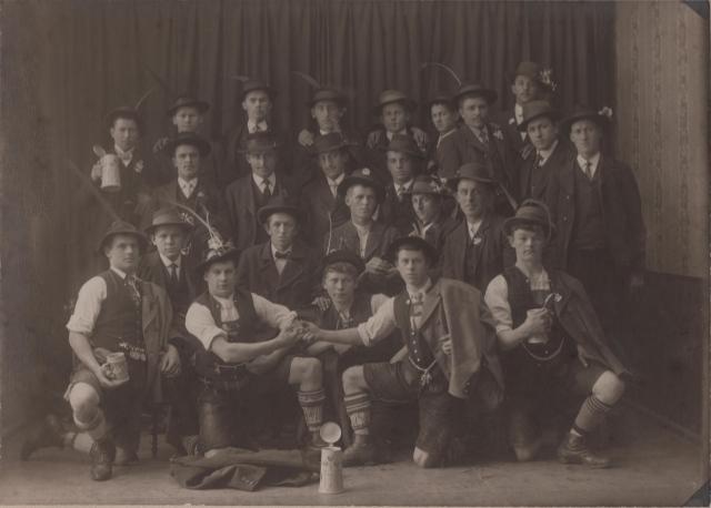 Kath. Burschenverein Halfing e.V. um 1907